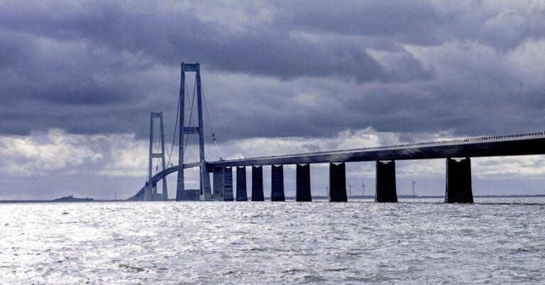 Reddere skal ikke køre over lukket bro – på vej på arbejde